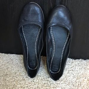 FRYE Carson black leather flats size 8